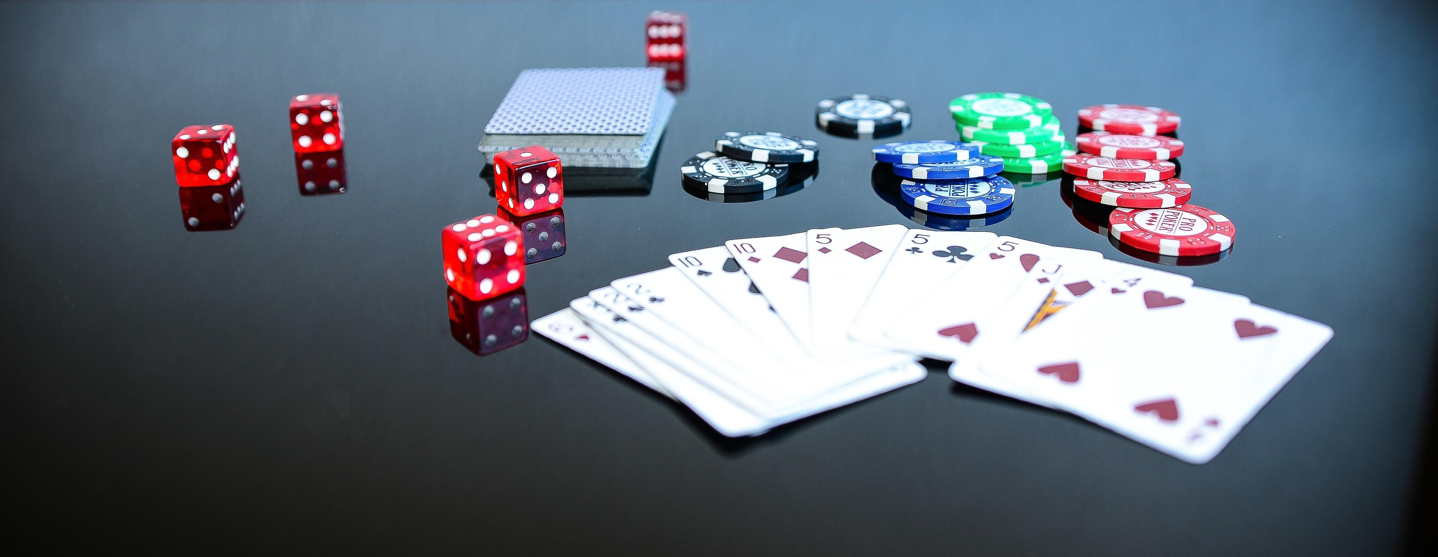 A gdyby tak zagrać w pracy w pokera?